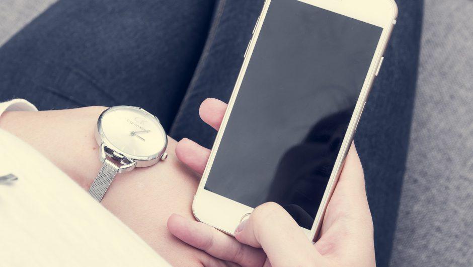 Noul sistem de operare pentru iPhone dă o lovitură puternică business-ului Facebook